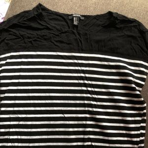 Forever 21 b/w striped top- size small